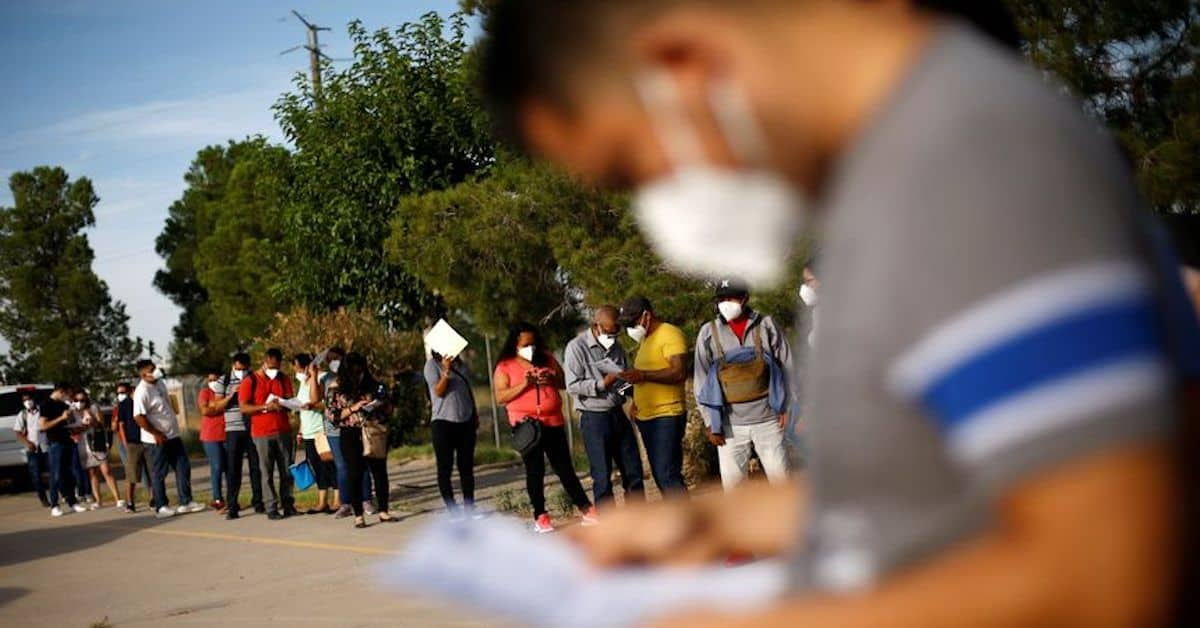 The Disparity Between Legal Travelers and Illegal Immigrants